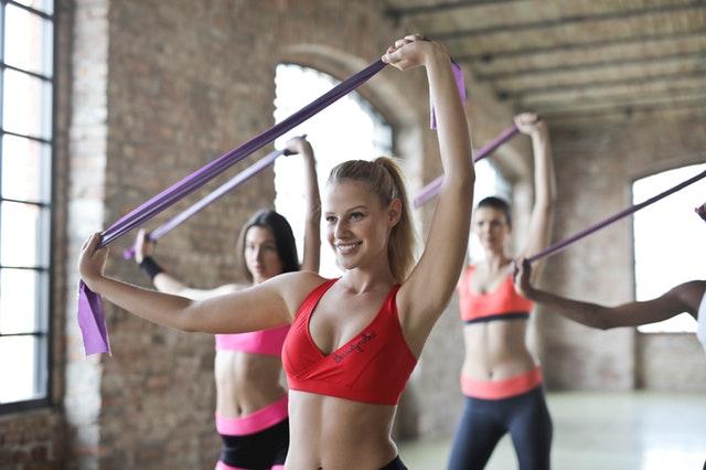 dziewczyny ćwiczą