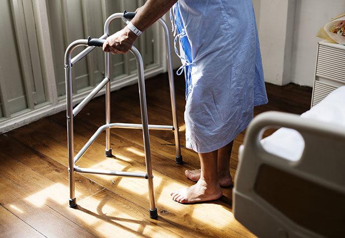 Jak opiekować się unieruchomionym seniorem?