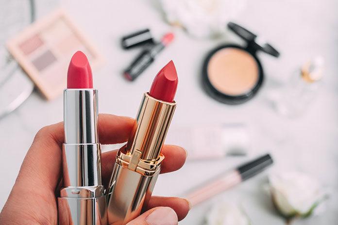 Makijażowe tricki, czyli na co zwrócić uwagę wykonując makijaż?