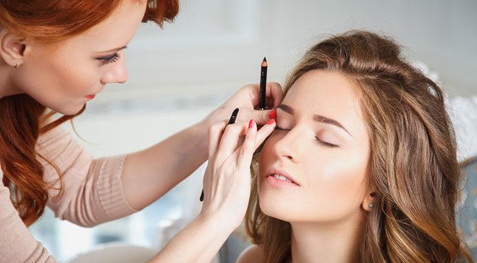 Jak wybrać kosmetyki do dziennego makijażu